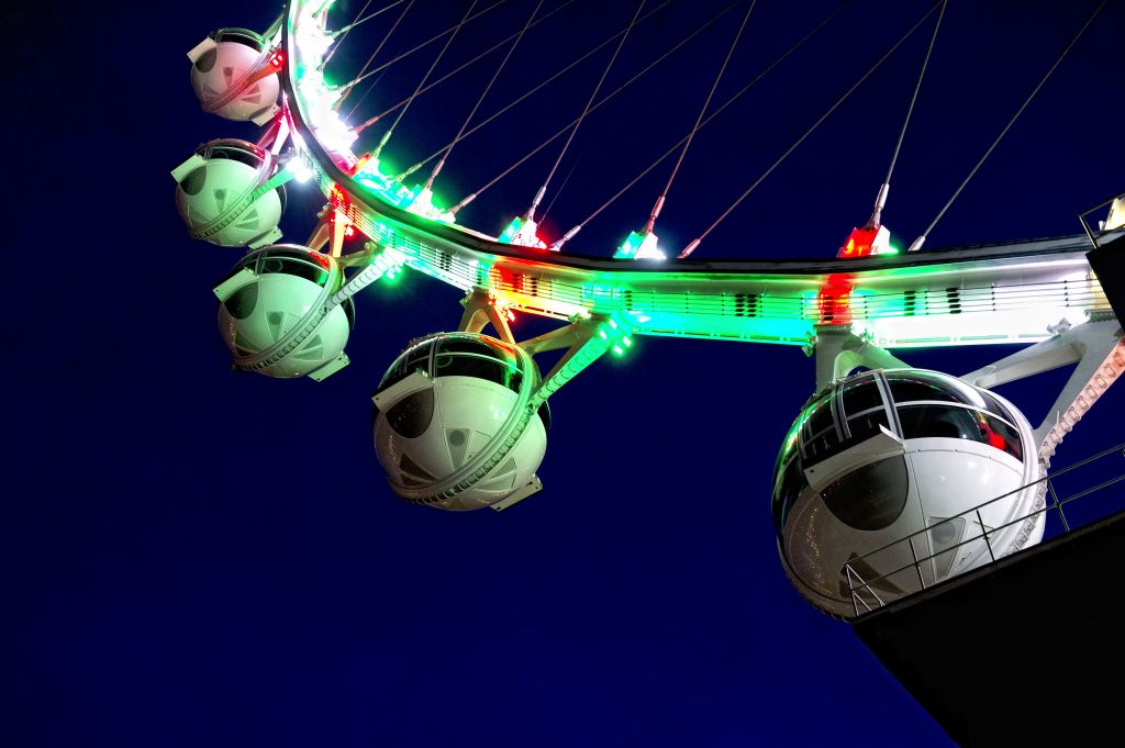 "Las Vegas High Roller - The world's tallest ""observation wheel"""