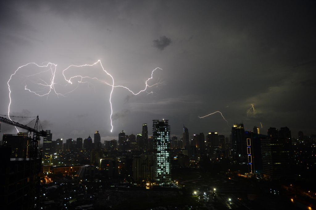 INDONESIA-WEATHER-LIGHTNING